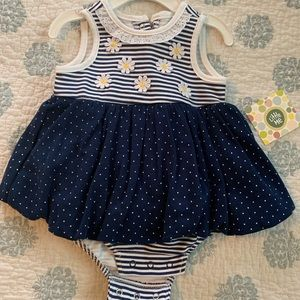 NWT daisy dress with matching hat 3m